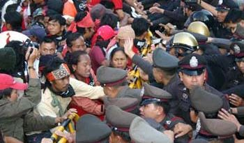 Stop FTA Thailand Protesters Clash with Police