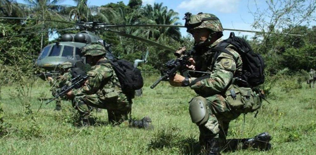 Imagen que contiene pasto, exterior, uniforme militar, campo  Descripción generada automáticamente