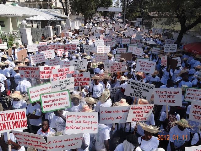 Haiti manifestation deux ans apr s le tremblement de terre via campesina - Manifestation a port au prince aujourd hui ...